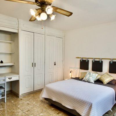 Habitación Privada con cama Queen // Private Queen Room